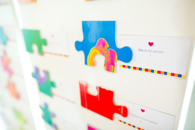 diypuzzleplacecardsforweddings We paired each puzzle piece with a