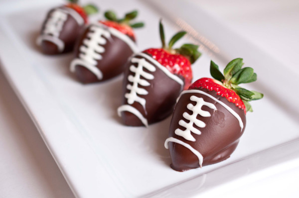 football-chocolate-covered-strawberries