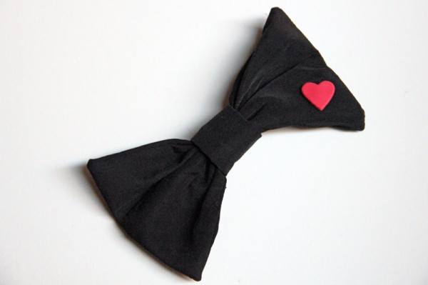 black-bow-with-heart