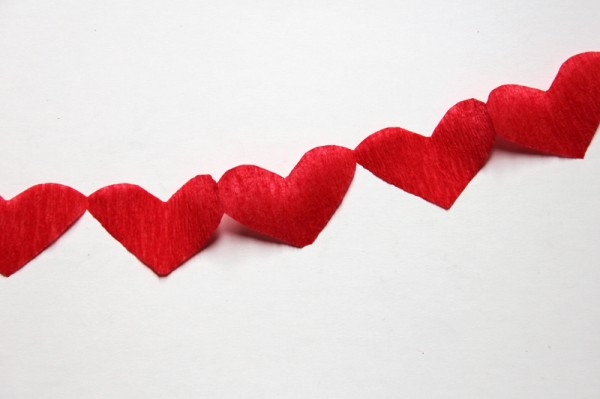 diy-red-heart-streamers