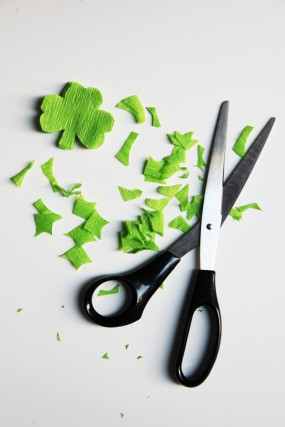 diy-st-patricks-day-shamrock-streamer-garland