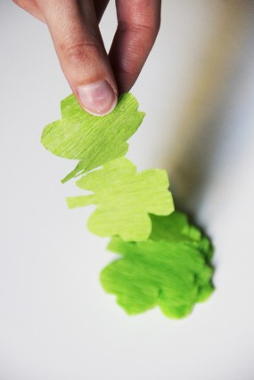 diy-st-patricks-day-shamrock-streamers