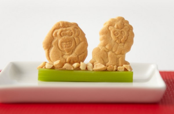 animal-cracker-celery-sticks