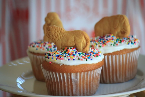 animal-cracker-cupcakes