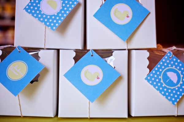 baby-shower-cupcake-favors