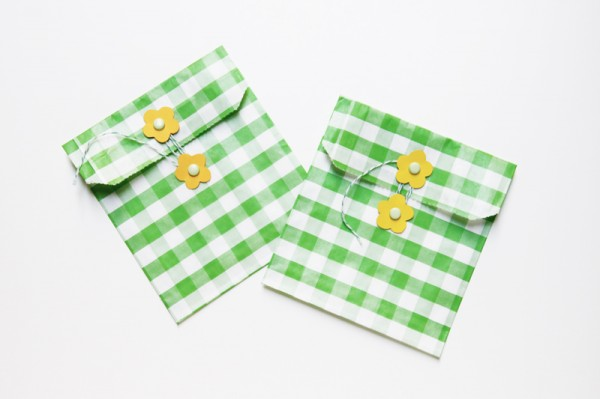 diy-gingham-flower-envelopes