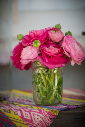 ombre-ranunculus-birthday-party-flowers