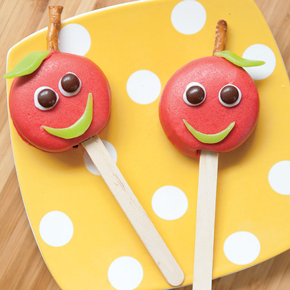 Candy Melt Oreo Cookie Pops for Back To School