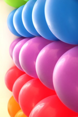 DIY Rainbow Balloon Wall