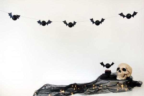 DIY Halloween Bat Garland