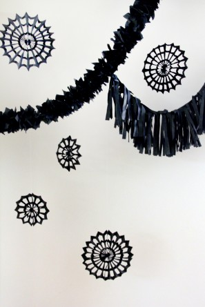 DIY Halloween Photo Booth Backdrop