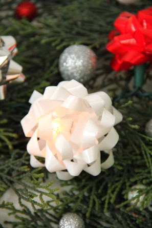 Christmas Bow Lights DIY