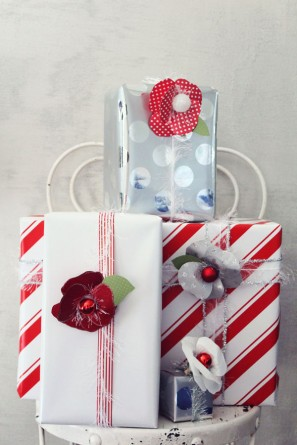 DIY Holiday Paper Flowers for Gift Packaging by Icing Designs | Studio DIY