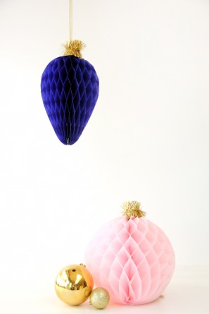 DIY Honeycomb Christmas Bulbs | Studio DIY