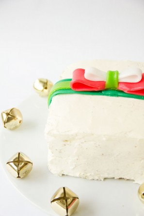 Holiday Gift Cakes with Airhead Bows | Studio DIY