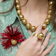 DIY-Gold-Holiday-Baubles