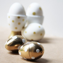 diy-gold-polka-dot-easter-eggs-egg-cups-600x399