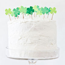 DIY-Four-Leaf-Clover-Patch-Cake-Topperthumb