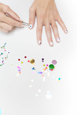 How To Do A Confetti Manicure