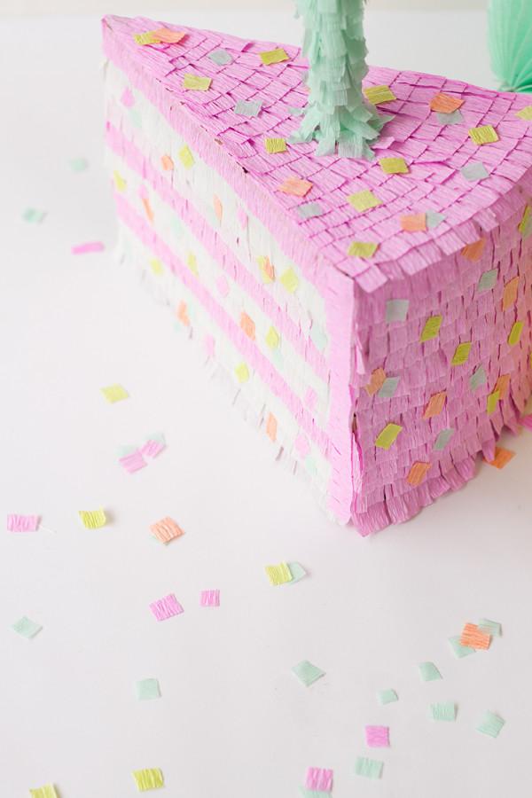 Cómo hacer un pastel de cumpleaños Piñata