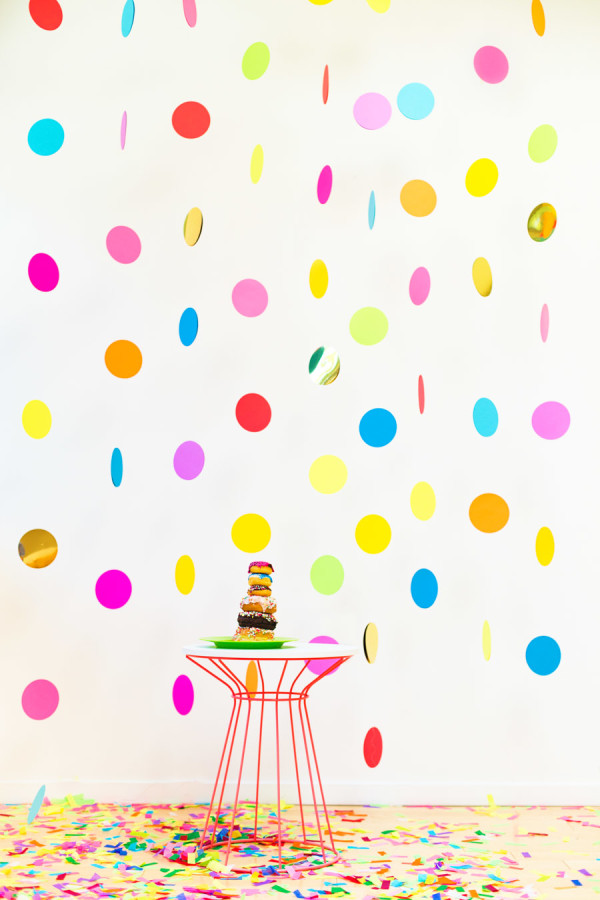 Floating Confetti Photobooth Backdrop DIY