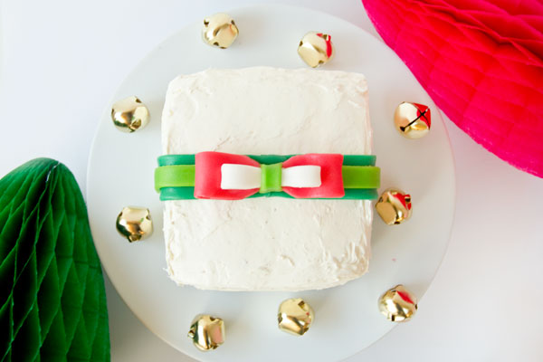 Gift Cakes with Edible Bows