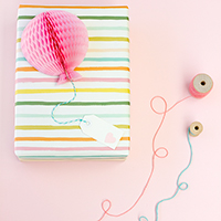 diy-honeycomb-balloon-gift-topper-thumb