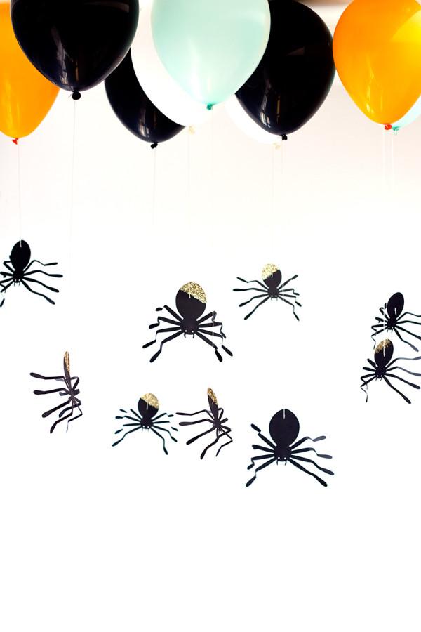 DIY Hanging Spider Balloons4