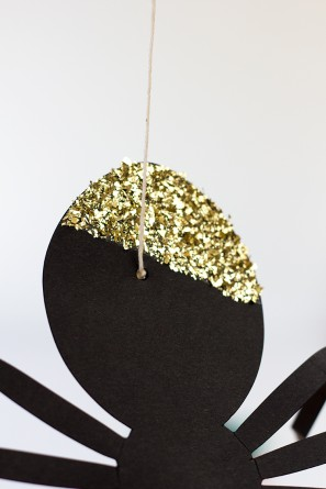 How To Glitter Spider Balloons