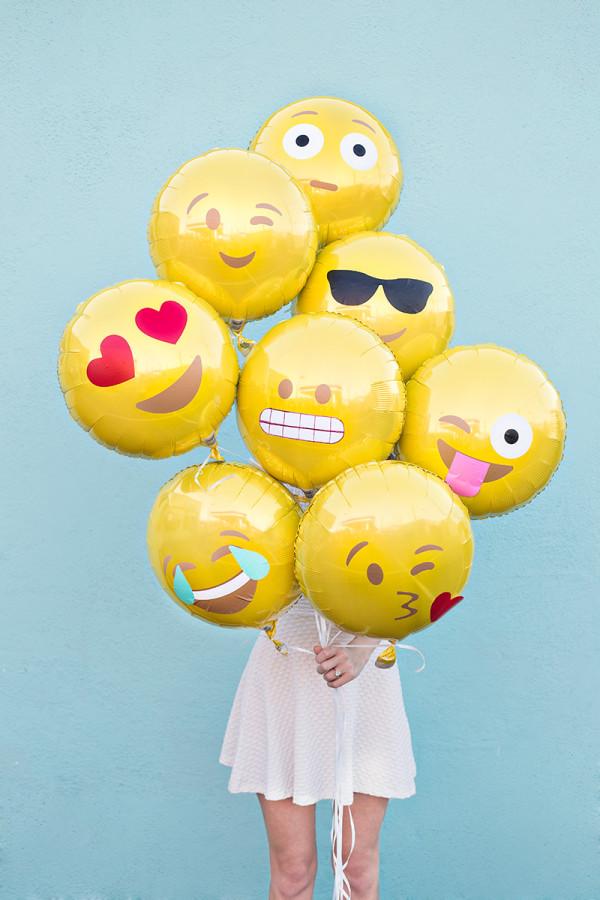 DIY Emoji Balloons