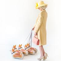 DIY-Queen-of-England-Costume-Studio-DIYb-600x900thumb