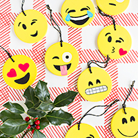 DIY-Emoji-Ornamentsthumb