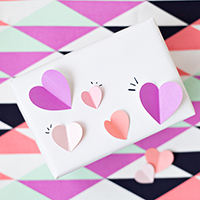 DIY-3D-Heart-Gift-Wrapthumb