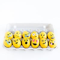 DIY-Emoji-Easter-Eggsthumb