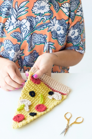 DIY Crochet Pizza Sweater | studiodiy.com