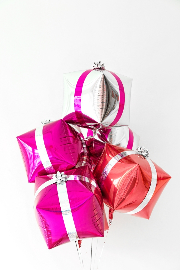 DIY Present Balloons | studiodiy.com